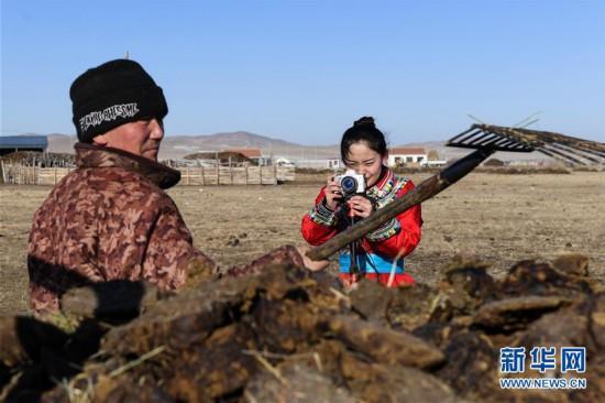 """(社会)(2)蒙古族姑娘返乡创业 记录牧区生活成""""网红"""""""