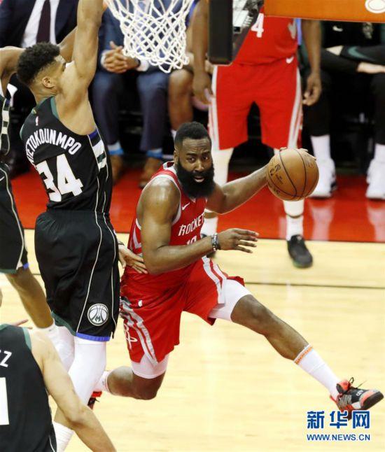 (体育)(1)篮球——NBA常规赛:火箭不敌雄鹿