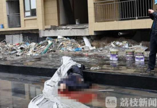 泰州:男子从17楼坠亡 身份不明警方正在调查