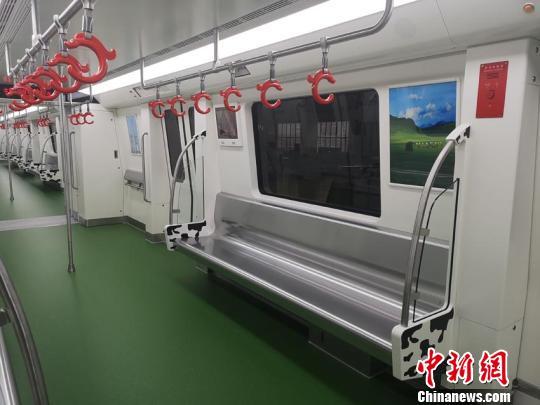 地铁车厢内部。