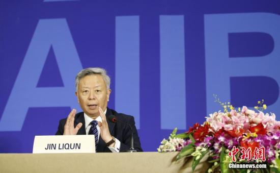 材料图:亚投行(AIIB)首任行长金立群。<a target='_blank'  data-cke-saved-href='http://www.chinanews.com/' href='http://www.chinanews.com/'><p  align=