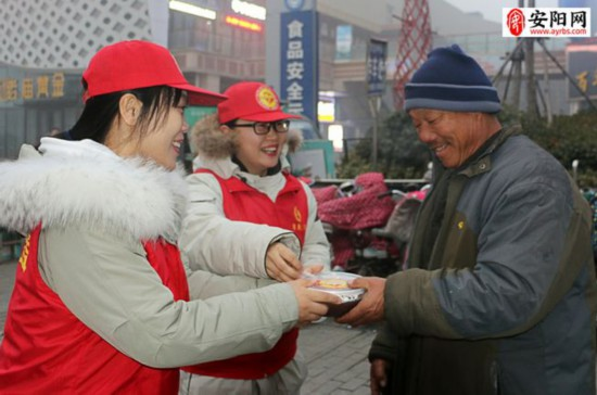 2019安阳网春腊八爱心奉粥:284名志愿者奉粥11500份