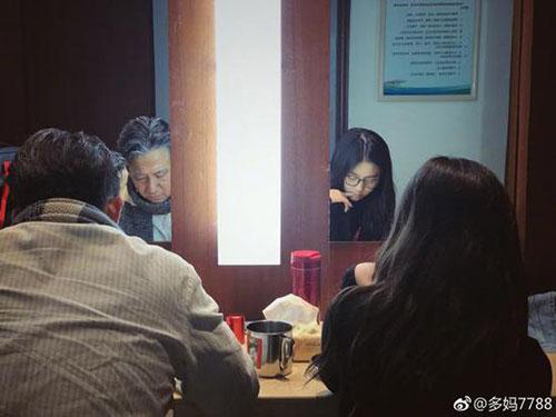孙莉分享黄磊与女儿照片 网友:互相陪伴真好!