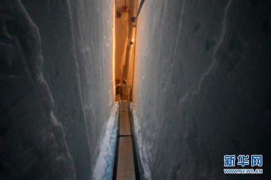 """(""""雪龙""""探南极・图文互动)(5)通讯:南极冰盖之巅深冰芯房探秘"""