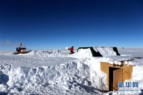 """(""""雪龙""""探南极・图文互动)(7)通讯:南极冰盖之巅深冰芯房探秘"""