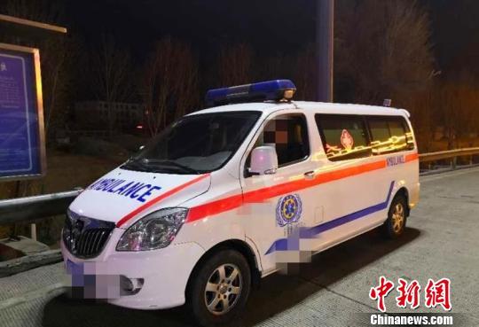 山西一司机深夜醉酒后驾驶救护车上了高速