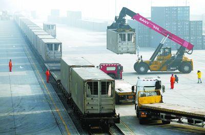 新年首趟年货班列抵京