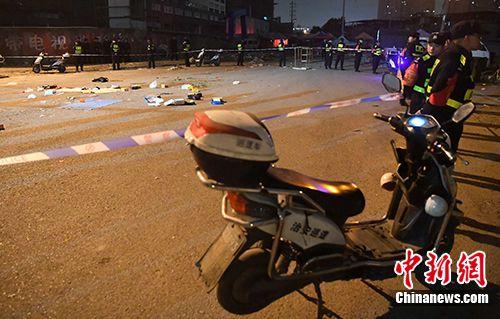 福州发生持刀伤人事件:1死19伤 警方全力追捕