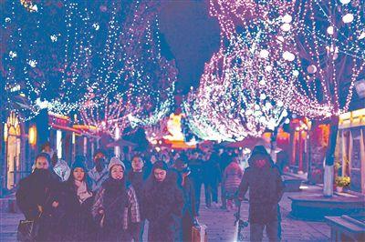 年味愈来愈浓 南京老门东街区被彩灯照亮