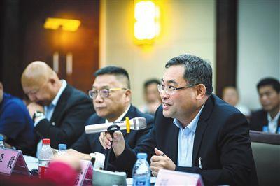 三亚政协委员进行分组讨论 切实履行委员职责心系民生传递好声音
