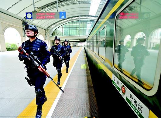 春运21日将启幕 铁警持枪巡逻护卫春运安全