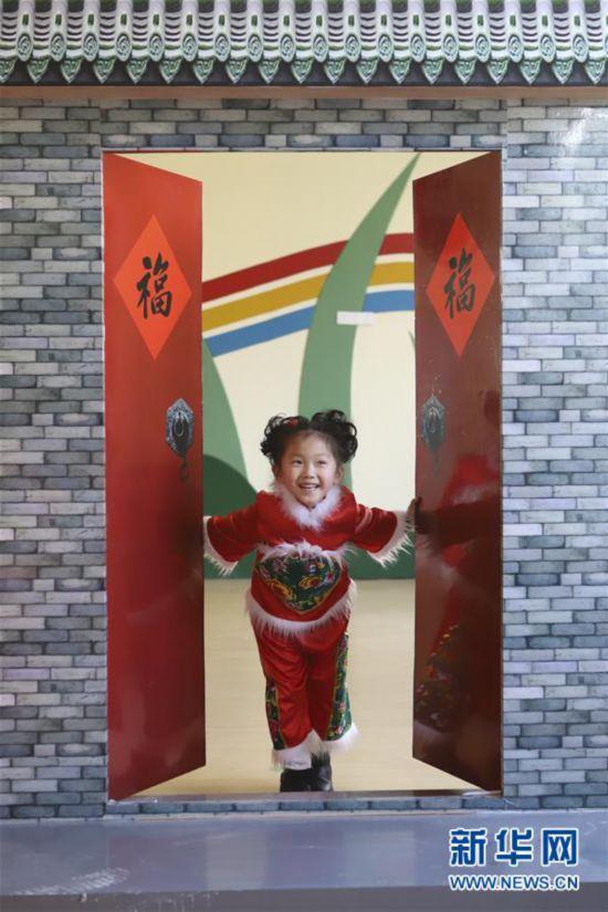 """江苏省淮安市洪泽湖幼儿园小朋友加紧排练舞蹈""""中国娃"""",准备在幼儿园"""