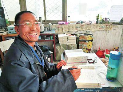 保安自学英语30年能轻松阅读英文杂志和英文原著