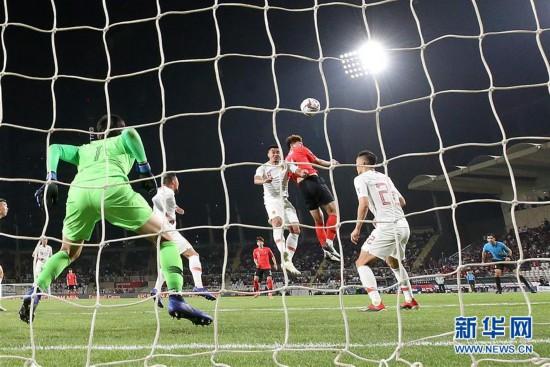 (亚洲杯)(36)足球――小组赛:中国队不敌韩国队