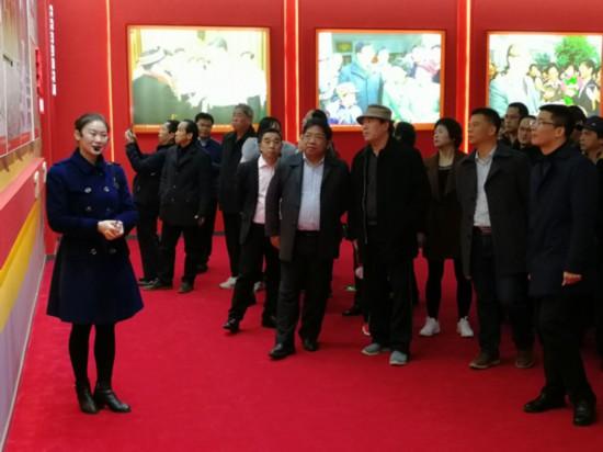 广西民宗委组织参观庆祝广西壮族自治区成立60周年成就展和2018广西艺术作品展览