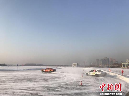 中国·哈尔滨国际友好城市冰雪汽车挑战赛开赛
