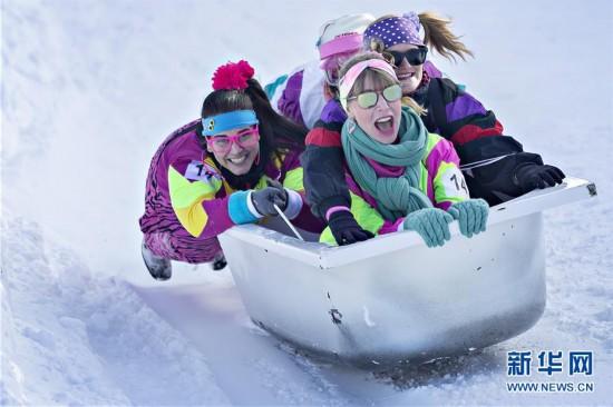 (國際)(1)瑞士施圖斯舉行浴缸滑雪賽