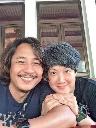 TVB男星黄泽锋宣布太太怀孕 结婚9年终当爸