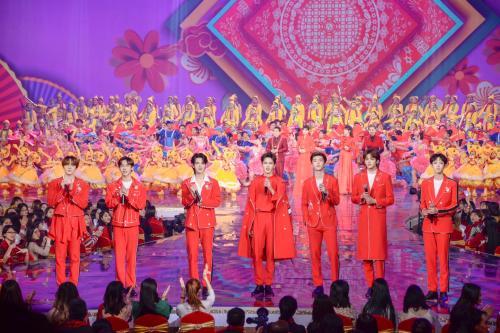 2019北京台春晚带妆联排宋丹丹与儿子相拥