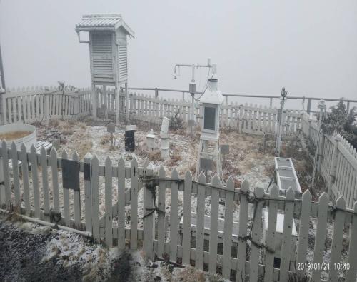 台湾气象部门:玉山终于降雪了!66年来最晚一次