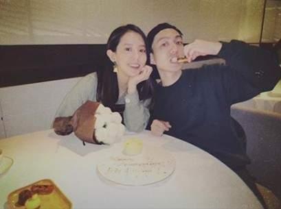 林宥嘉结婚两周年晒恩爱照 送丁文琪棉花被赞太特别