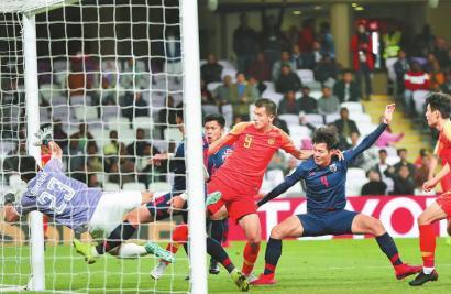 国足三分钟内连进两球 逆转泰国进八强