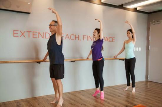 《女儿们的恋爱》selina练瑜伽体态优雅妹妹气质出众