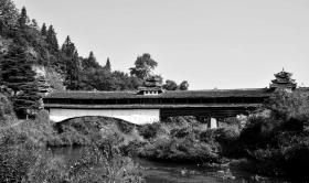 """通道迴龍橋,原名""""龍皇橋"""",又稱""""俗答花橋"""",位於通道坪坦鄉。始建於清乾隆二十六年(1761)。"""