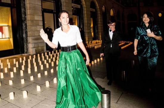 巩俐出席顶级品牌巴黎盛大晚宴 高贵从容