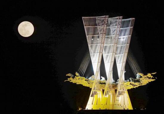 超级月亮登上天幕 2019年还有两次机会看到