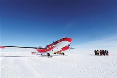 """""""雪龙""""号在南极阿蒙森海碰撞冰山目前人船安全"""