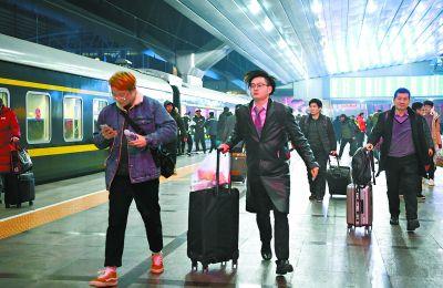 春运首日40余万旅客坐火车离京