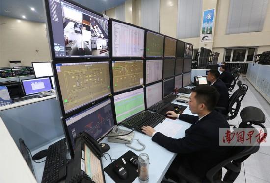 探秘铁路调度员:眼盯近十块屏幕 调度数百对列车
