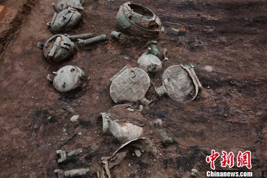 出土的铜器。陕西省考古研究院 供图
