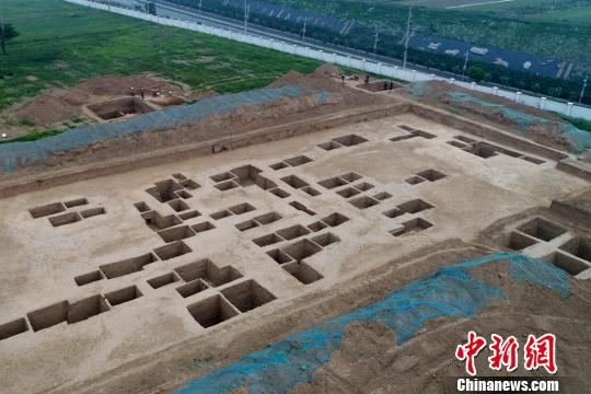 陕西咸阳发掘秦墓75座发现中西交流特色琉璃珠