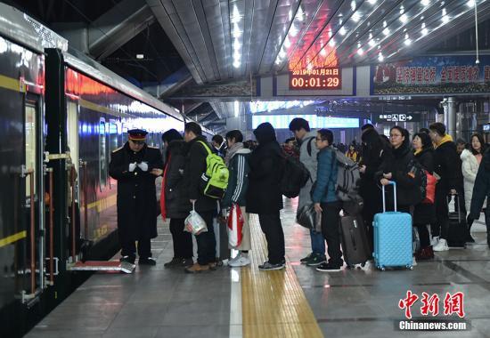 春运前10天全国共发送旅客7.39亿人次