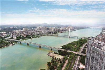 东江干流惠州段。  本报记者张艺明 摄