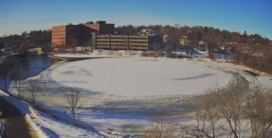 美河面惊现直径90米巨形冰圆盘 酷似外星飞碟
