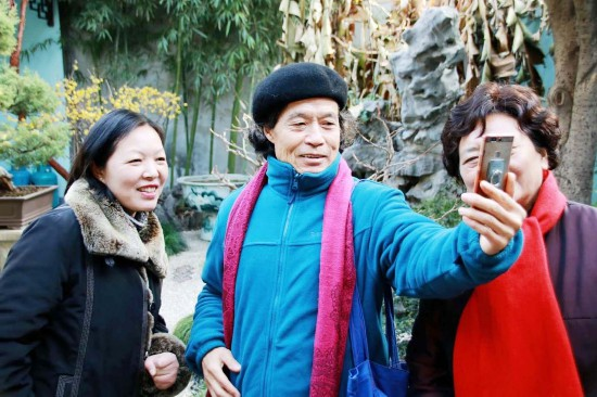 扬州73岁老人义务导游24载 累计接待中外游客数万人