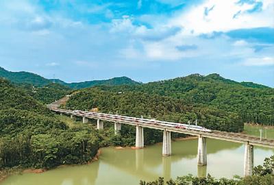 专家解读:这十年,中国高铁发展风正帆扬