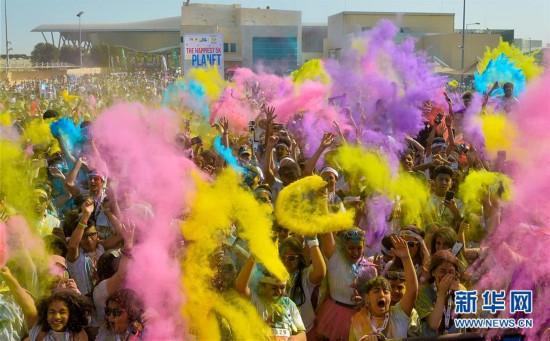陕西频道 图集  原标题:卡塔尔举办彩色跑活动