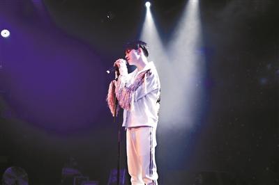 """《歌手》钱正昊当选""""踢馆歌手""""挑战""""声入人心男团"""""""