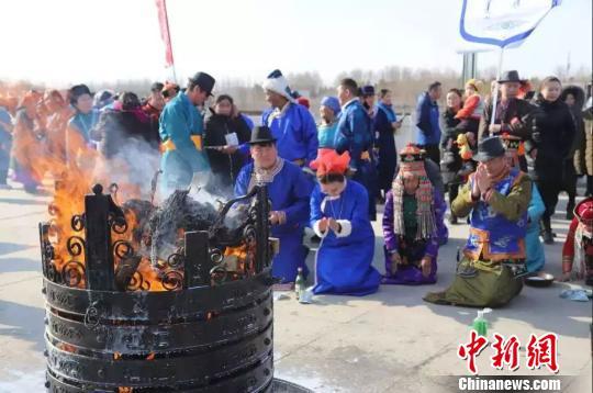 蒙古族传统圣火祭祀点燃新年祈福之旅