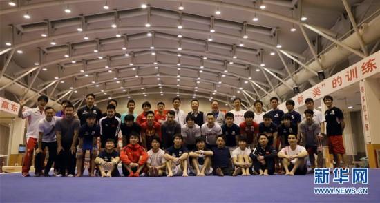 (体育)(9)体操――中日体操男队首次进行合练