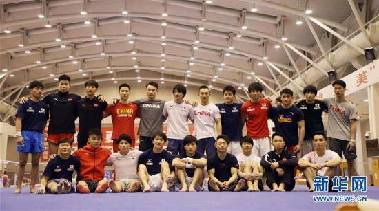 (体育)(1)体操――中日体操男队首次进行合练