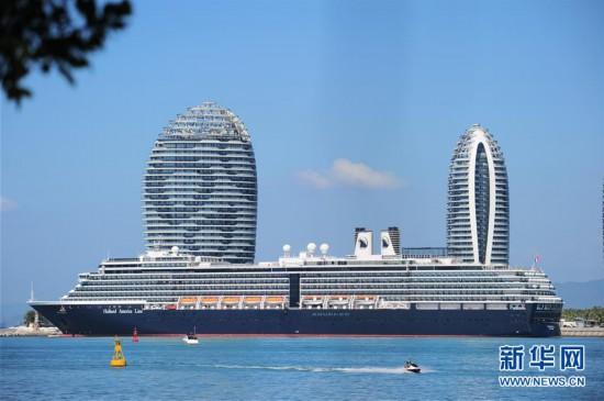 海南三亚迎来今年首艘国际邮轮