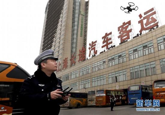 (社会)(2)上海:无人机助力交警执法