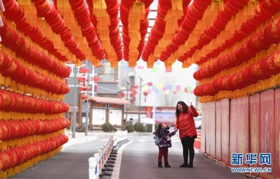 #(社会)(6)红灯笼走廊喜迎新