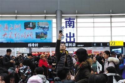 北京三大站今迎节前客流最高峰预计62万人次离京