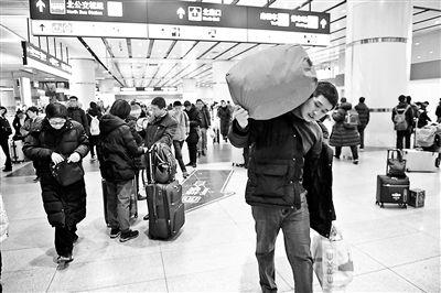 北京三大火车站发送旅客超60万人